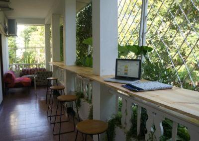 veranda standing table